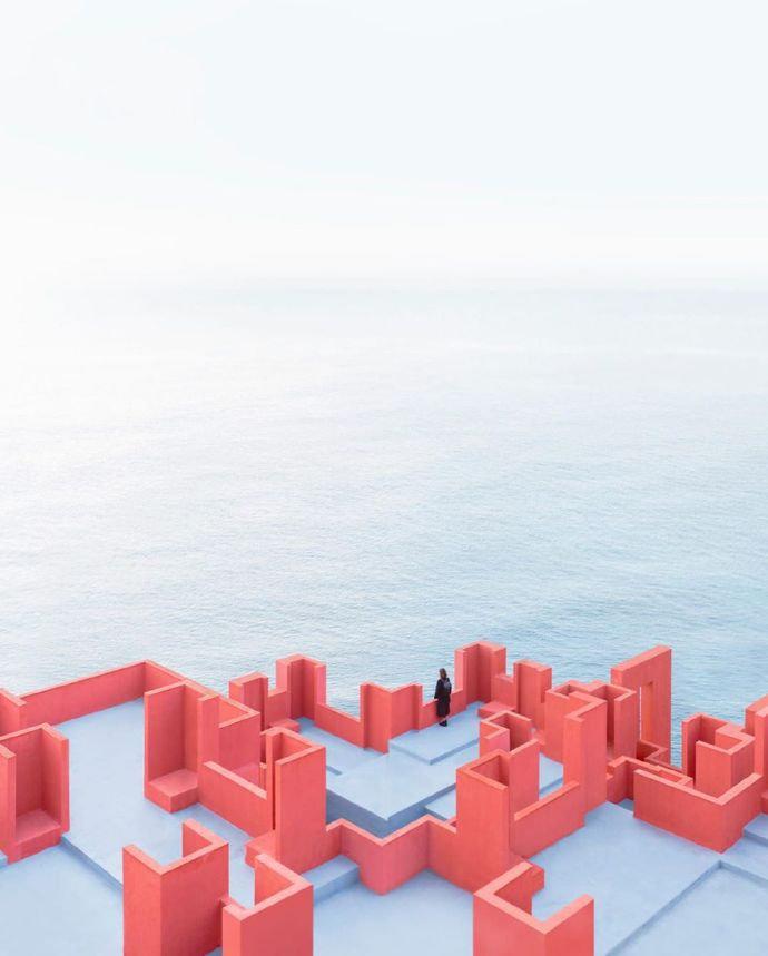 西班牙梦幻建筑   卡尔佩红墙,现实中的纪念碑谷!