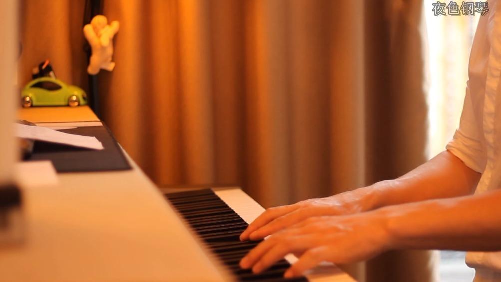 """《往后余生》夜色钢琴曲 赵海洋演奏版""""往后余生风雪是你春华是你"""