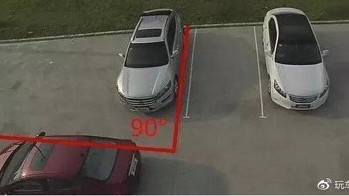 """学会这招停车技巧,你也能""""游刃有余""""的停车,十拿九稳"""