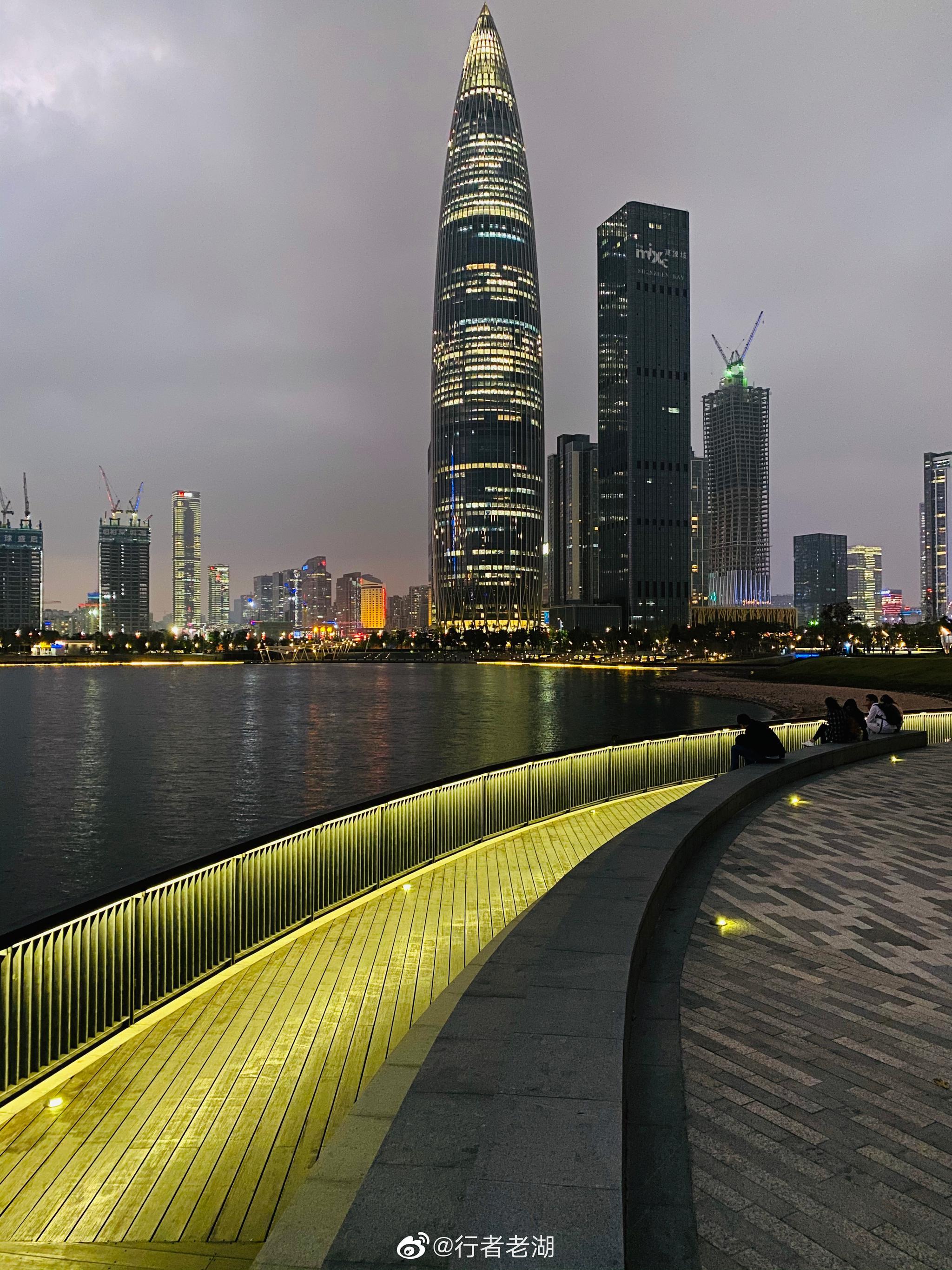 深圳夜晚漫步鹏城,美得有些不真实,让我都有些不认识它了