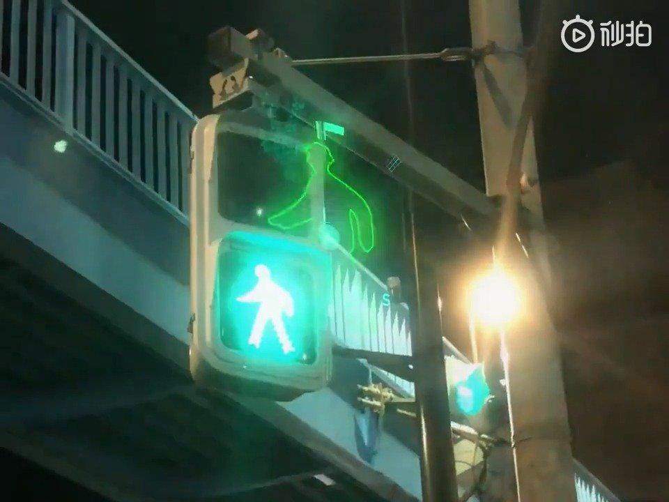 给东京的人行横道加上特效(twi: BUZZtube)