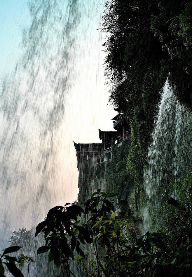 湖南湘西芙蓉镇——挂在瀑布上的千年古镇