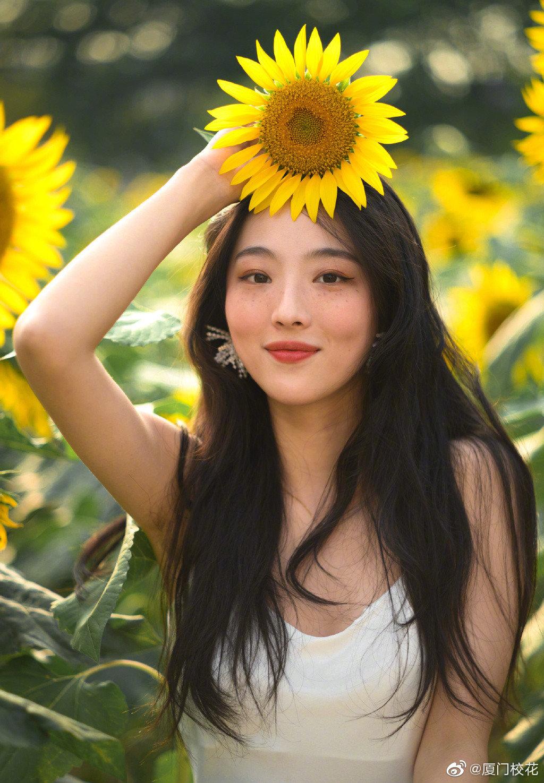 就读于浙江传媒学院,身高172cm,很有气质的女生,你觉得几分呢?