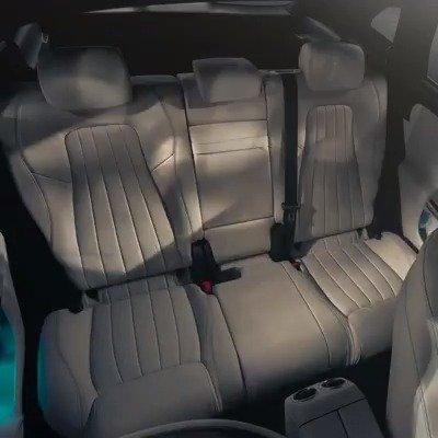 全新一代奔驰GLA新预告视频,揭示了新车后排座椅的多功能性