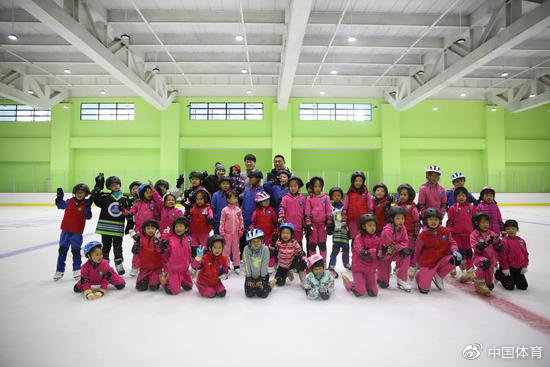 探索体教结合新突破 北京中杉庞清佟健冰雪学校开业