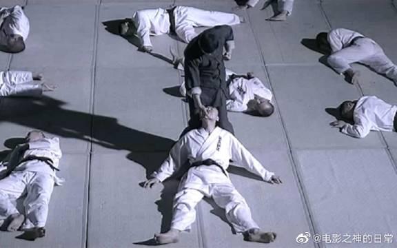 3分钟看完这部《叶问》,绝顶高手把10个日本人打的满地找牙