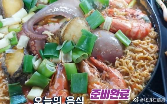 Chang Bae吃播章鱼鲍鱼海鲜面,满满的海鲜,看馋了没~