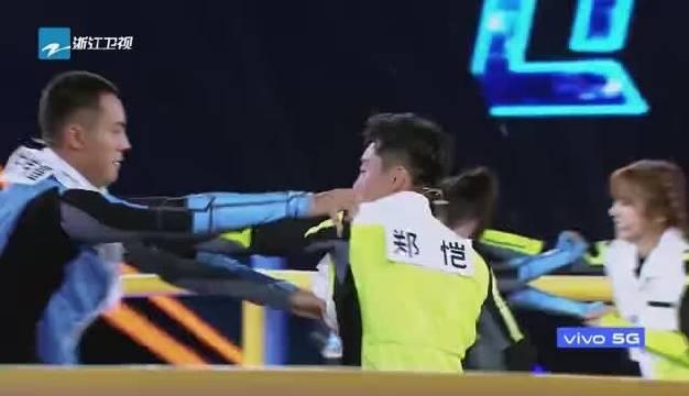 《追我吧》上演撕名牌大战,陈伟霆实在是太厉害了