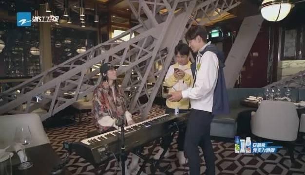 快来康康我们的钢琴天才@郭麒麟 吧_20200118223602_701