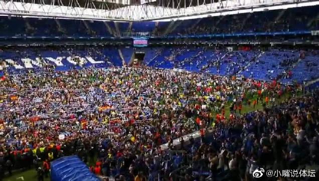 欢乐的海洋!西班牙人再进欧战球迷冲入球场欢庆