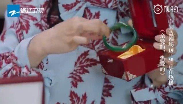 韩商言后妈把自己的嫁妆都拿出来给韩商言求婚用