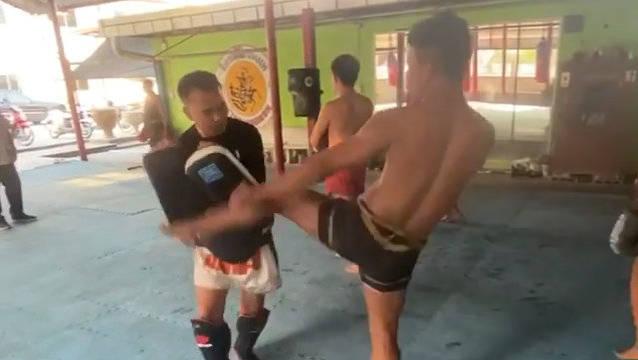 罗唐连扫踢靶,他在社交媒体上表示自己想打踢拳比赛!