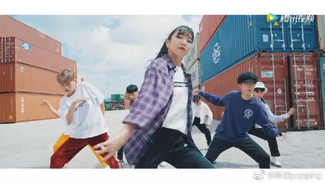超帅舞团户外翻跳BTS《IDOL》,最近这支舞真是太火啦!