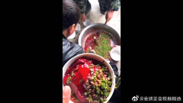 黑暗料理,贵州美食鲜猪红!你们敢吃吗哈哈~