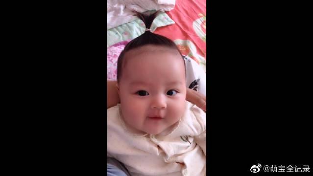 超喜欢我家小可爱的樱桃小嘴!宝宝的头发发质真不错啊!