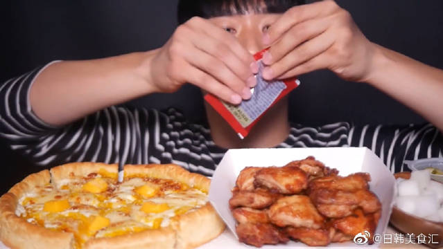 韩国小哥SeaBear:芝士披萨+烤肉,大口吃真满足