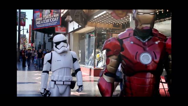 15年的宣传节目让Mark Hamill装扮成stormtrooper在好莱坞星光大道上