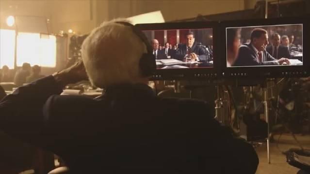 《爱尔兰人》导演马丁·斯科塞斯在片场指导表演