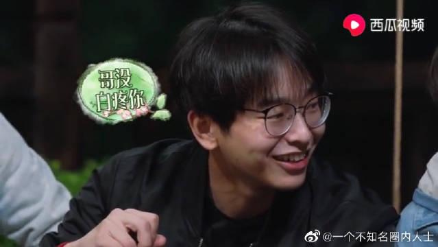 在彭昱畅和刘昊然当中择其一,张子枫:给你个笑容自己体会