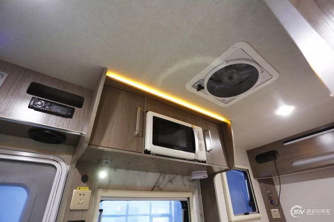 【实拍评测】29.98万元买辆C型房车 2张大床 配置也不少