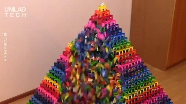 20336块多米诺骨牌磊成的金字塔,倒的过程很让人享受