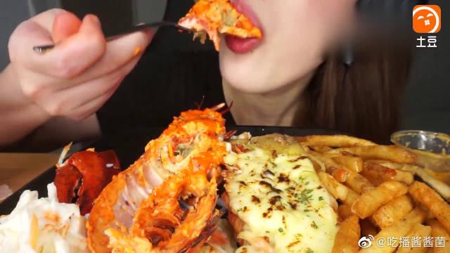 用明太子酱和奶酪做了两只风味不同的大龙虾,看起来很好吃的亚子