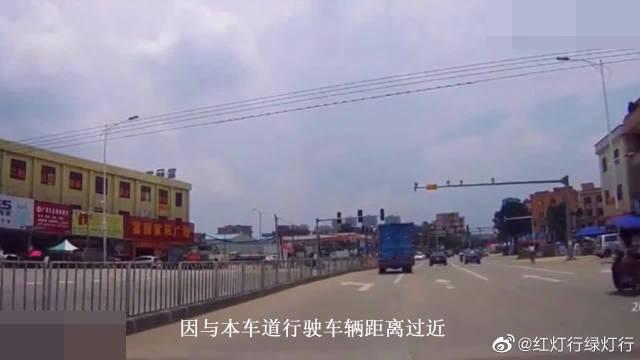 被货车撞掉后视镜后,车主多次按喇叭警示对方,却毫无意义