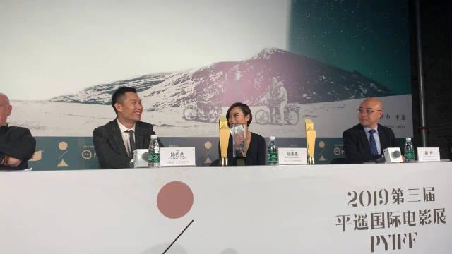 杨雁雁群访被问到《爸妈不在家》后第二次合作陈哲艺导演
