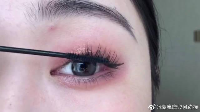 不刷睫毛膏的妆容是不完整的!