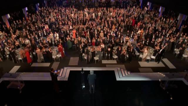 罗伯特.德尼罗获得26届演员工会终身成就奖。获奖感言。听不懂英语