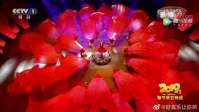 女神林志玲领衔特别节目《绽放》,水中花样舞蹈简直美翻了