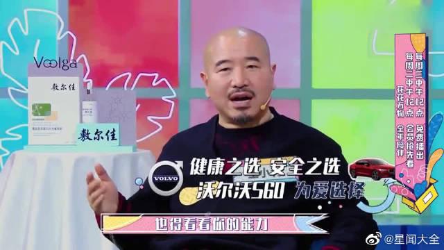 王小利光头造型皆因拍戏,和唐鉴军比发量信心十足。