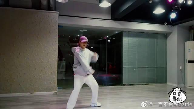 小姐姐帅气演绎EXO热曲,雅痞风太撩人了,不一样的舞蹈