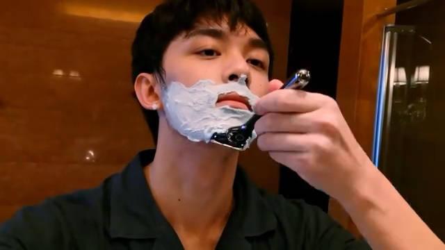 吴磊在线营业刮胡子