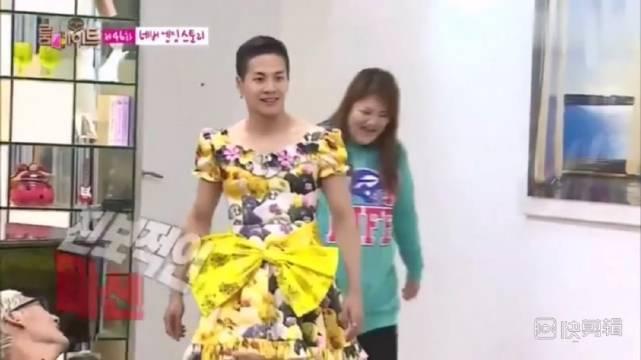 王嘉尔在roommate当着原唱@NANA_林珍娜 面穿原唱的衣服女装跳catalle