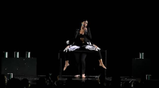 酷黑猴西出炉!Halsey在澳洲ARIA盛典现场演唱新单《Graveyard》