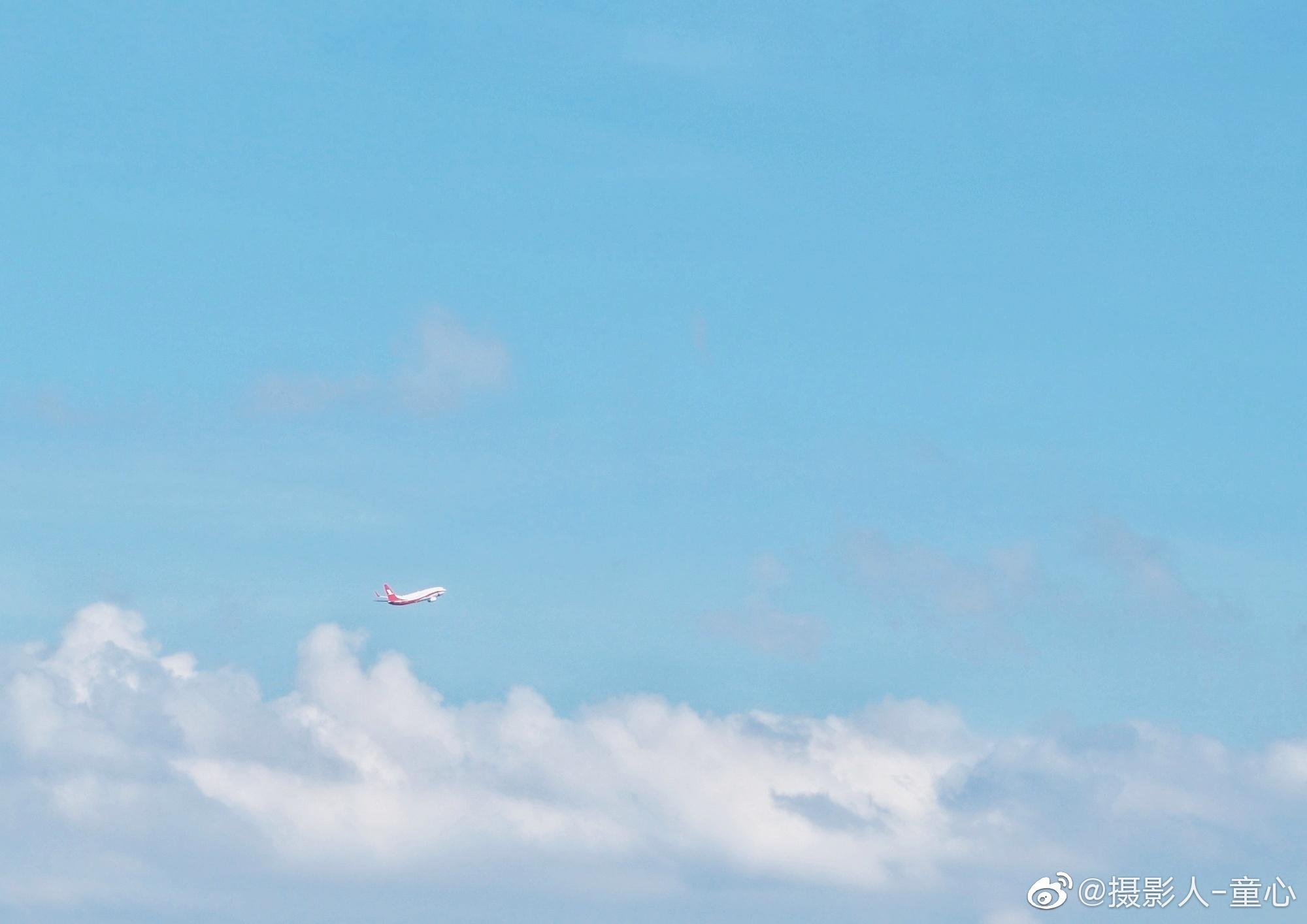 起飞@摄影人-童心 飞机飞过车水马龙的城市千里之外 不离开