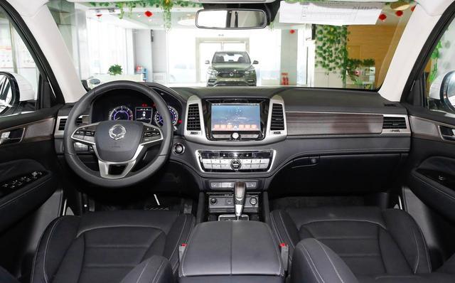 又一新硬派SUV上市,耐造不输霸道,比它更宽大,全进口22万