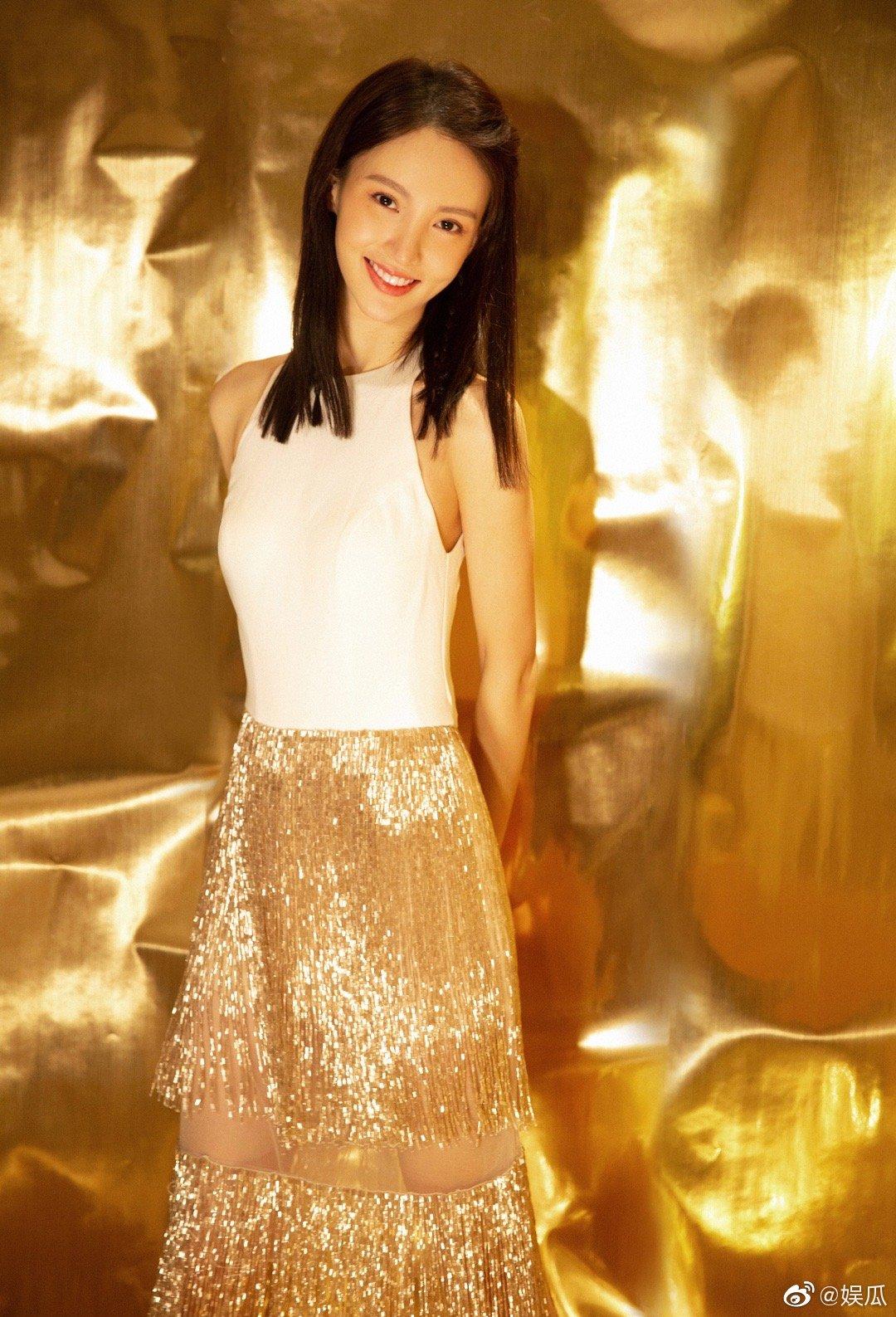 金晨在跨界歌王表演《别找我麻烦》,又是唱又是跳舞的