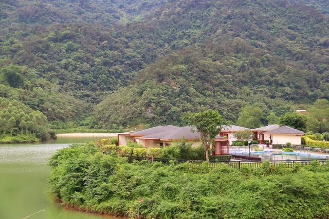 清远一个坐拥百亩湖景温泉民宿,270°观景阳台丨九牛洞观光生态