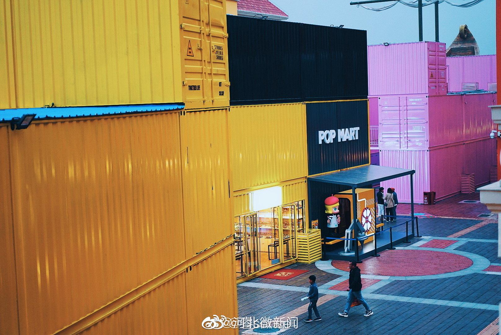 石家庄网红街区,北国奥莱集装箱小店。  (图片来自水印博主)