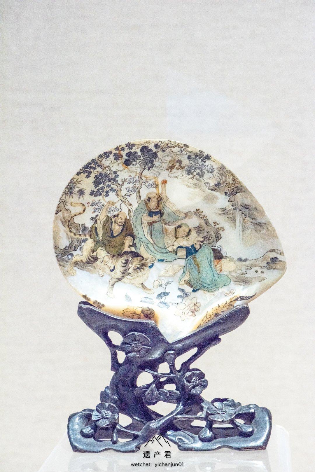 广州十三行博物馆藏· 清代贝壳彩绘罗汉图摆件