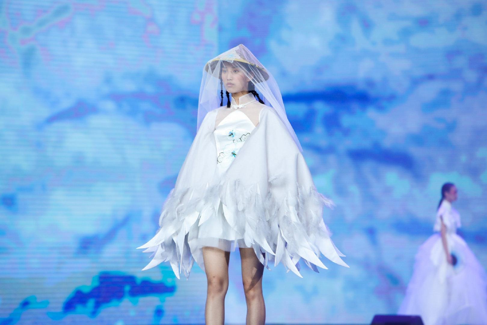 纯白裙摆,国风刺绣