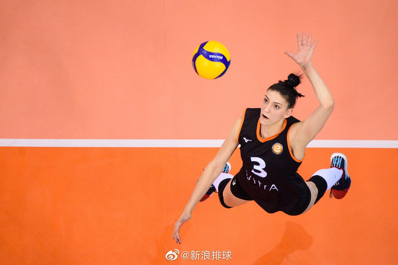 土耳其伊萨奇巴希女排以25-21、23-25、25-11、23-25、15-13击败了意