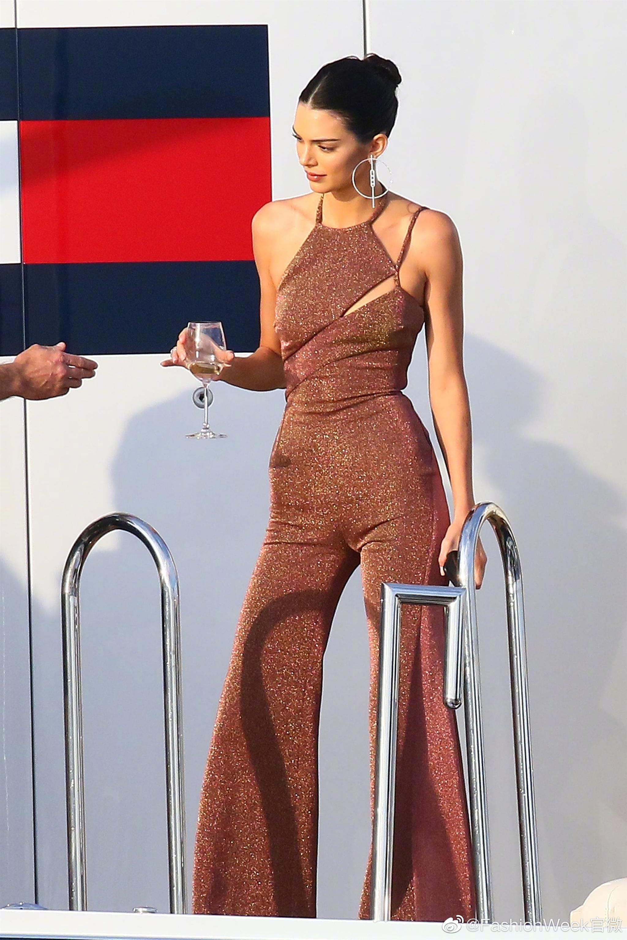 Kendal身材 | Kendall Jenner和Bella Hadid在游艇度假