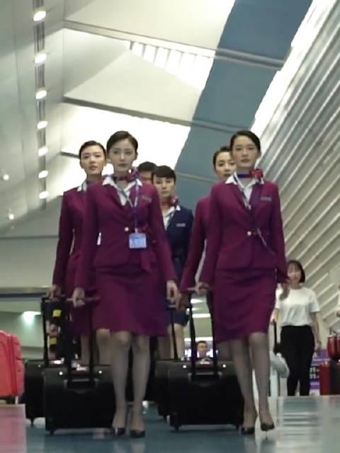 中国机长制服太酷了,袁泉李沁张天爱真的好有气质