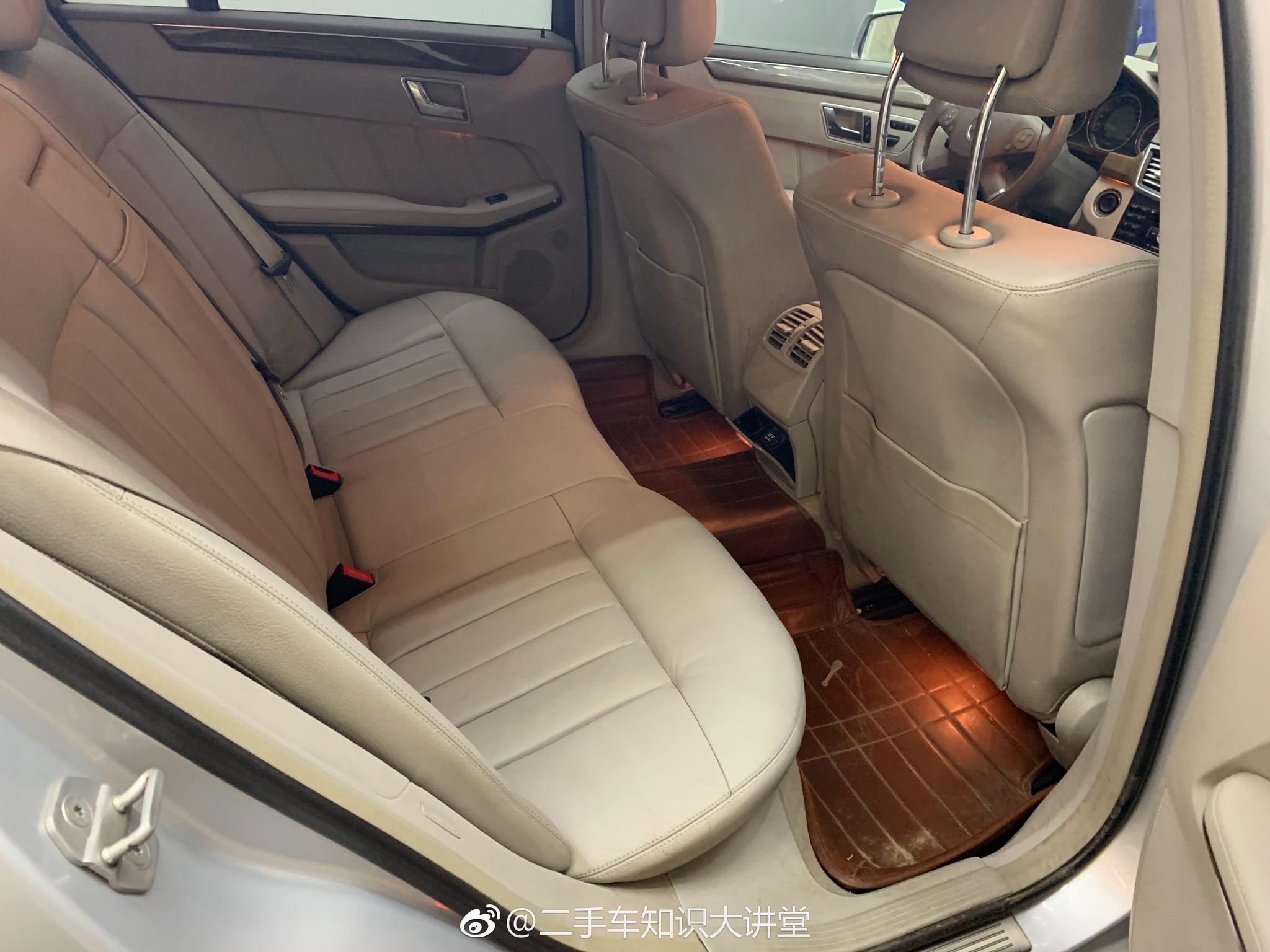 新到一台奔驰E200,进口版,10年11月上牌,0过户,11万公里