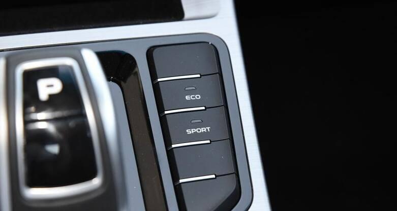 压倒韩系车的国产家轿 车长超4.7米 国六不足9万起 何必看起亚K3