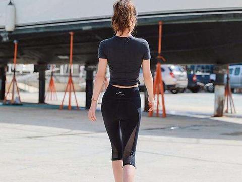打底裤显出都市丽人好气质,充满时尚风