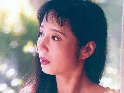 严歌苓:《谁家有女初长成》是我第一次写中国当代的小说 | 2002年新浪专访